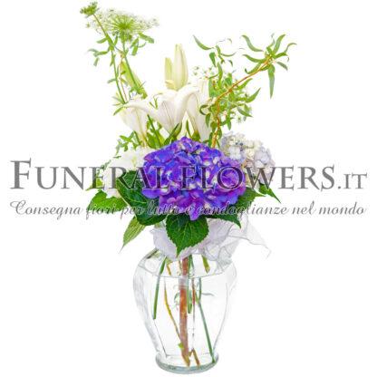 Mazzo funebre di gigli bianchi con fiori viola